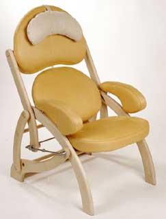 """""""Невеличка """"-это необычное и оригенальное кресло.  Сделано из кожи заменителя.  Легко чистится с помощью влажной..."""